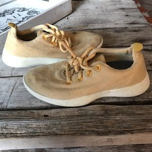 Pale yellow Allbirds in Preloved condition. Size 7